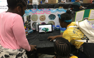 LES students presenting their Tech Fair project