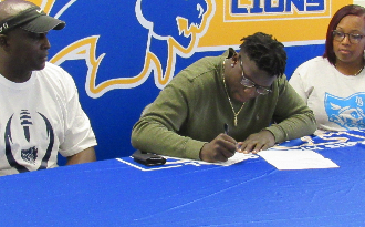 Shamarr Jackson Signs with Myrtle Beach Prep